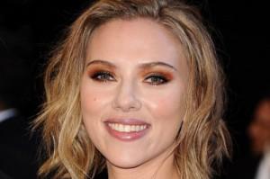 Scarlett-Johansson-orange-eye-shadow-500x333