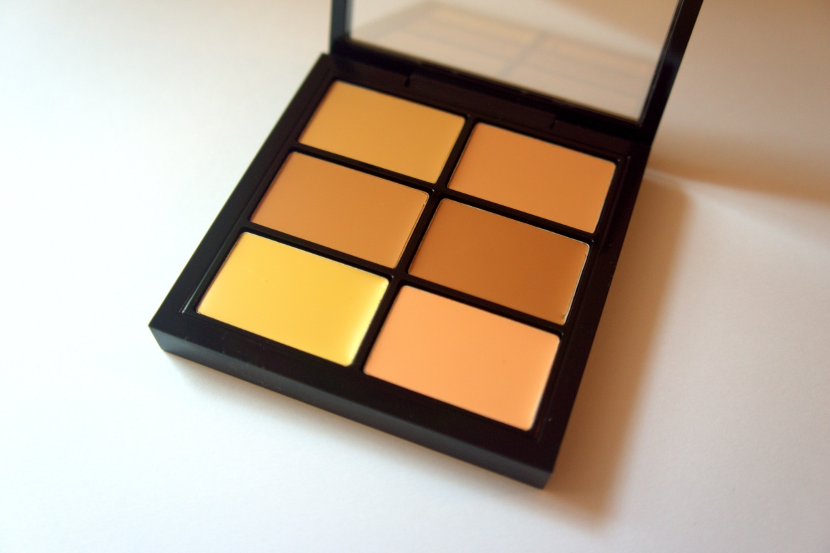 MAC Pro concealer and corrector palette in Medium: Review & Swatches