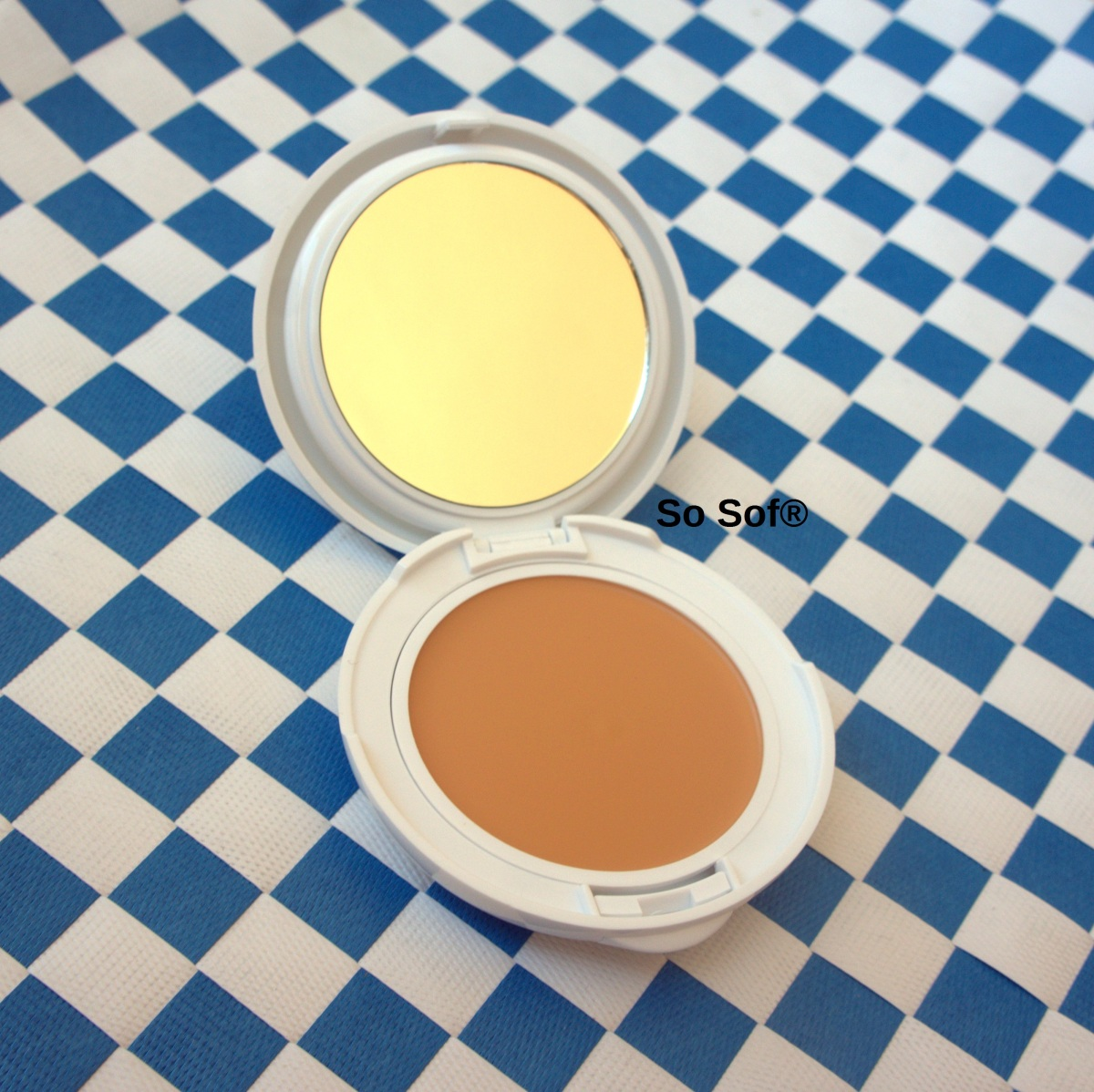 Avene Couvrance Compact Makeup: Review & Swatches